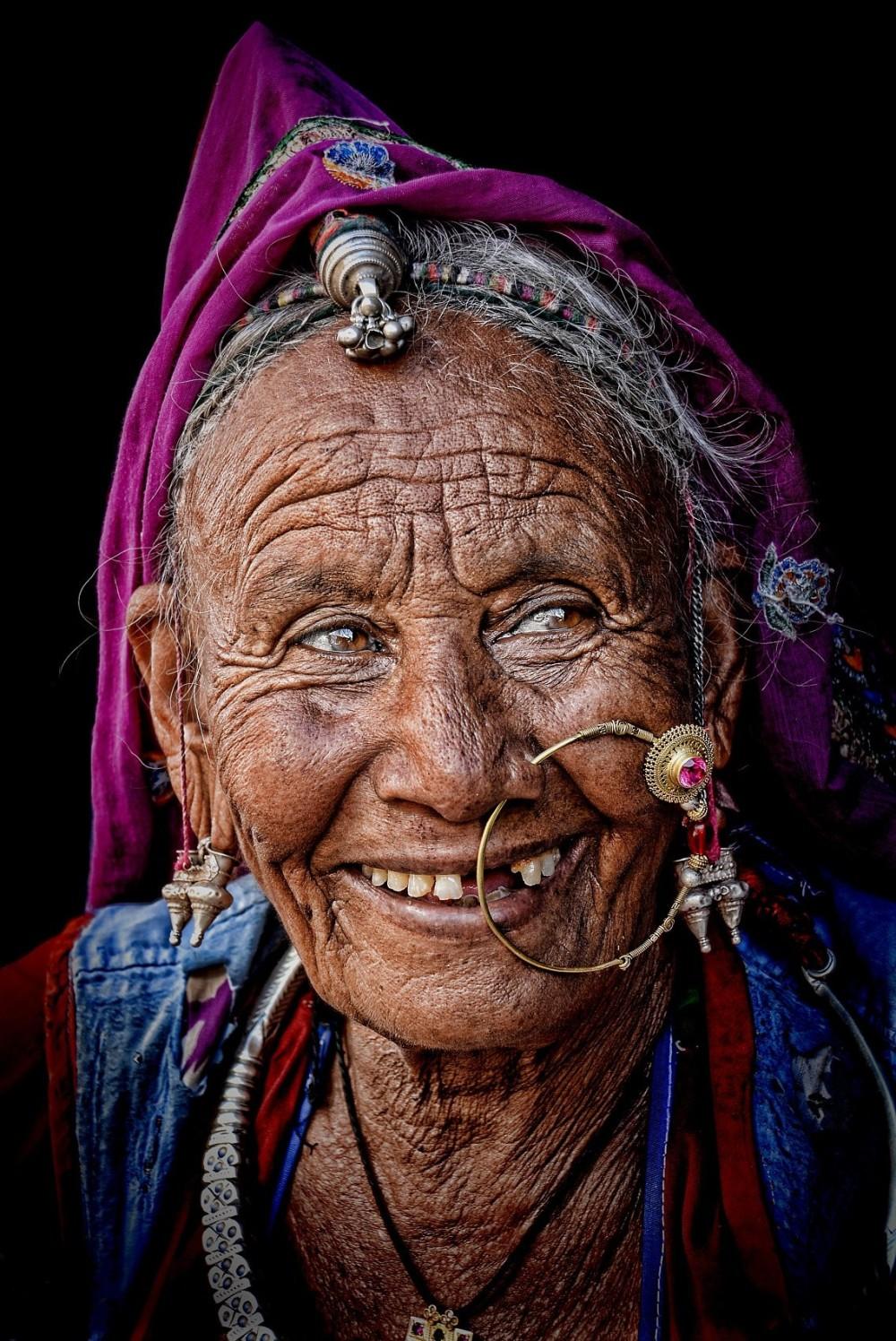 rajasthani woman nose ring street portrait gypsy