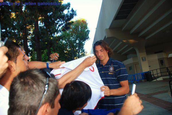 zlatan ibrahimovic with his fans !