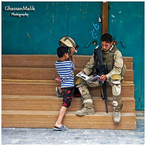 Iraq.kids,soldier,street