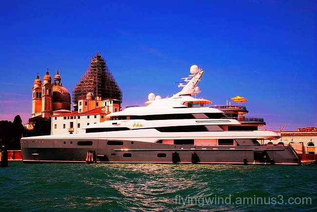 glimpse  Venice
