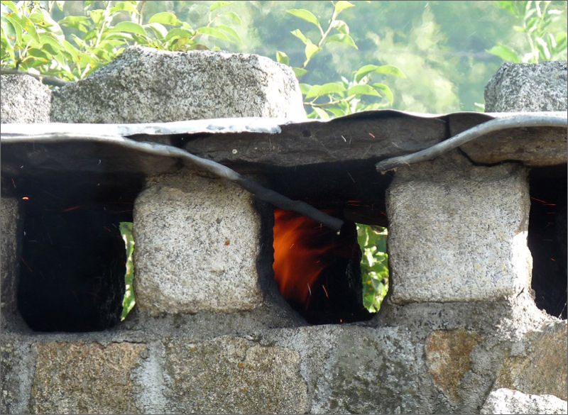 Fais du feu dans la cheminée...
