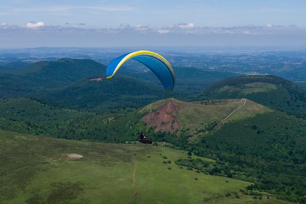 Vol au dessus d'un nid de volcans