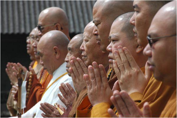 Buddist pelgrims in Bratan - Bali