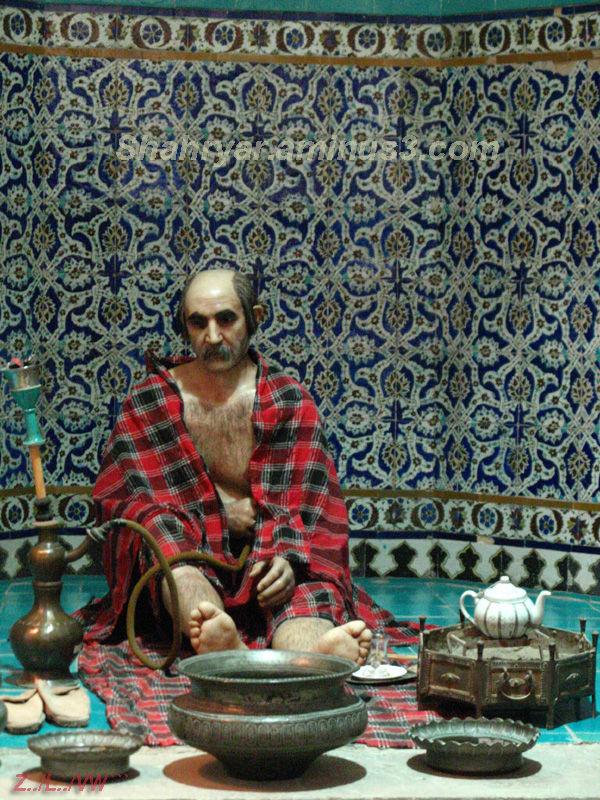 Statue in ganj alikhan bath