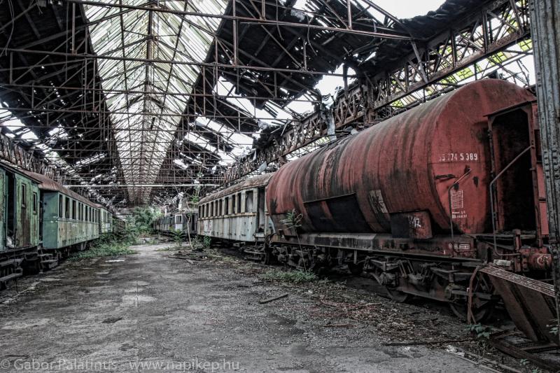 train cemetery V.