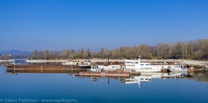 boat cemetery I.