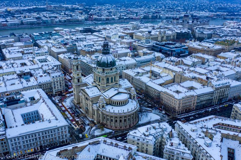 Bazilika - winter scene