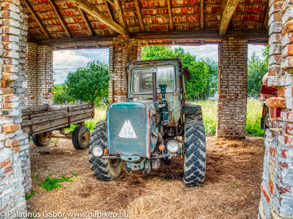 my weird connection to old tractors ;)
