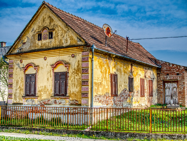 old abandoned house in HDR