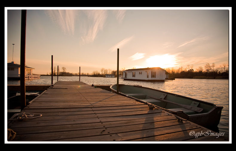 Spring sunset at the houseboats