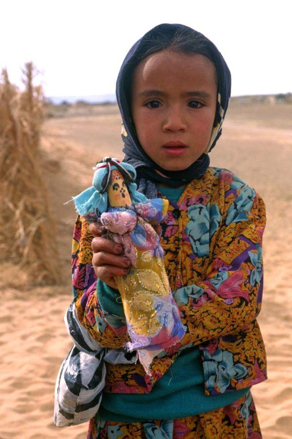 Jeune fille à la poupée