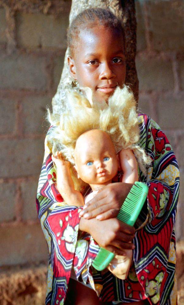 Jeune fille à la poupée II