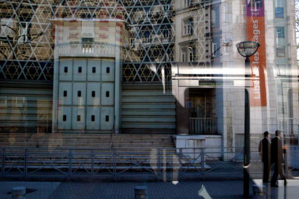 Devant la synagogue 3