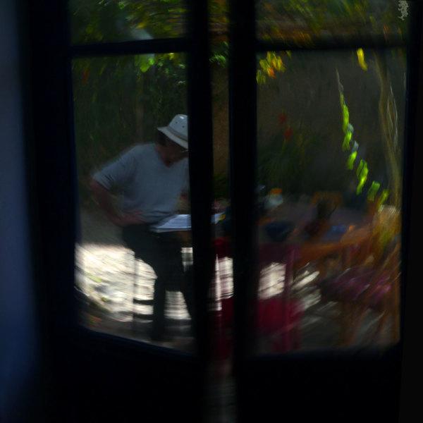 Lecture au fond du jardin