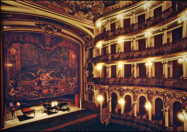 Opera Amazoness