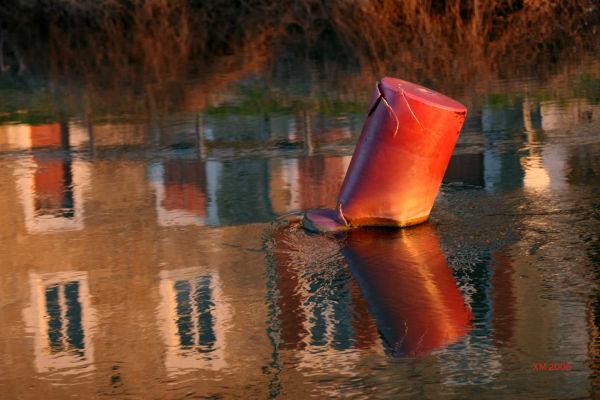 Le Doubs : Bouée et reflets