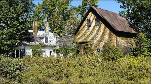 Abandoned Home and Barn in Maine 2009