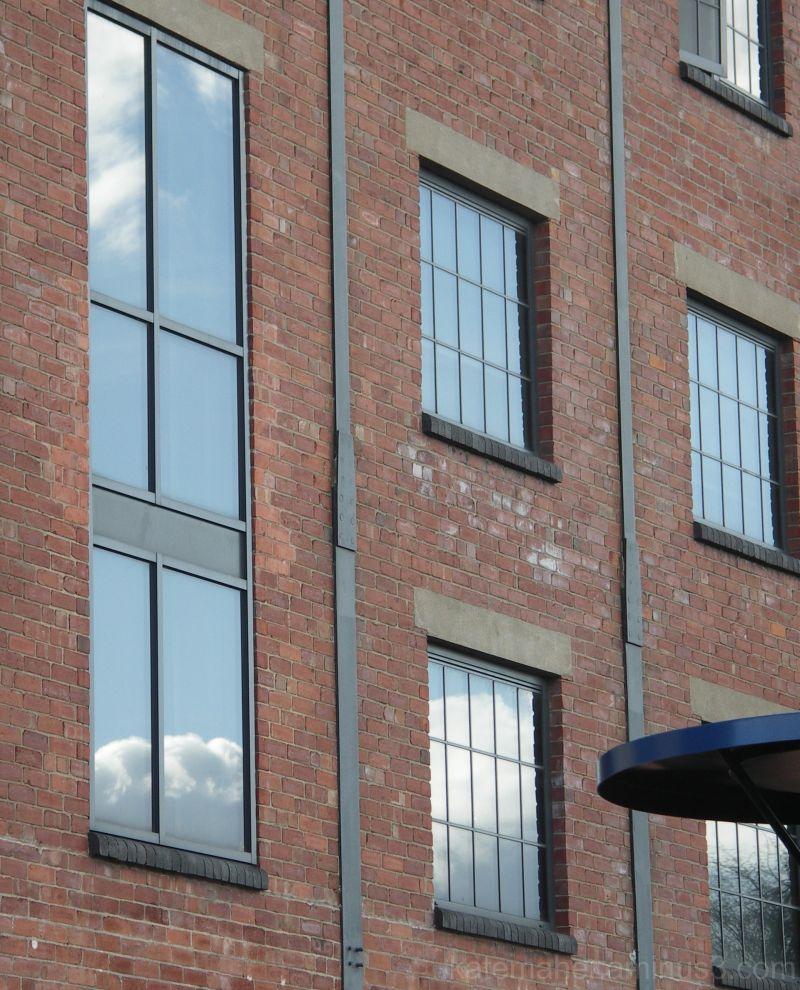 windows & bricks
