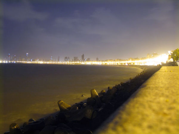A long exposure shot at the qeens necklace