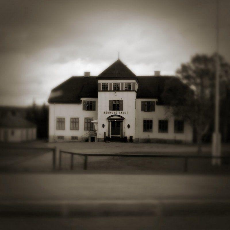 school in norway with pinhole effect - Nemi Aran