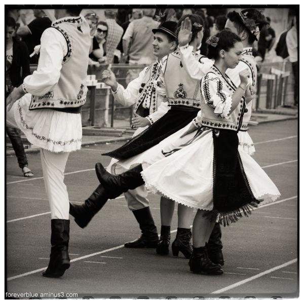 ... ROMANIAN DANCE ...