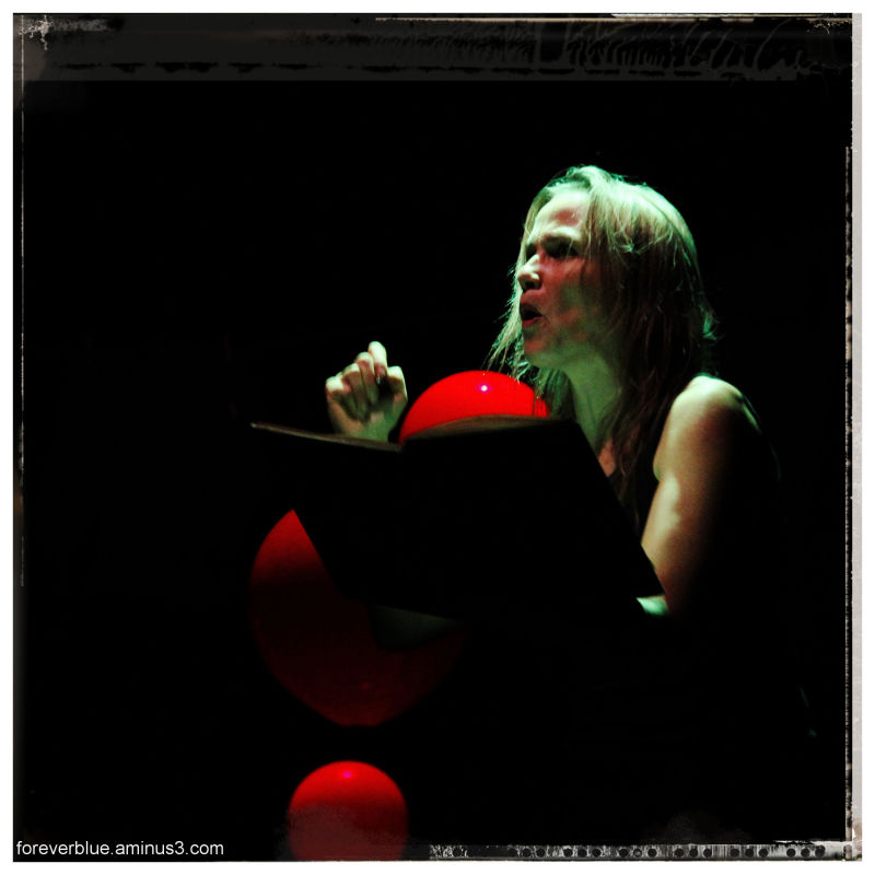 ...SOIZIK and the RED BALLOONS ...