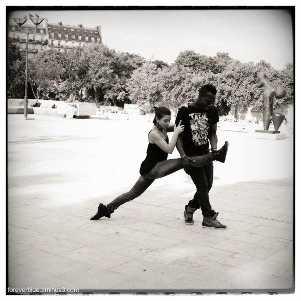 ... DANCIN' IN THE STREET ...