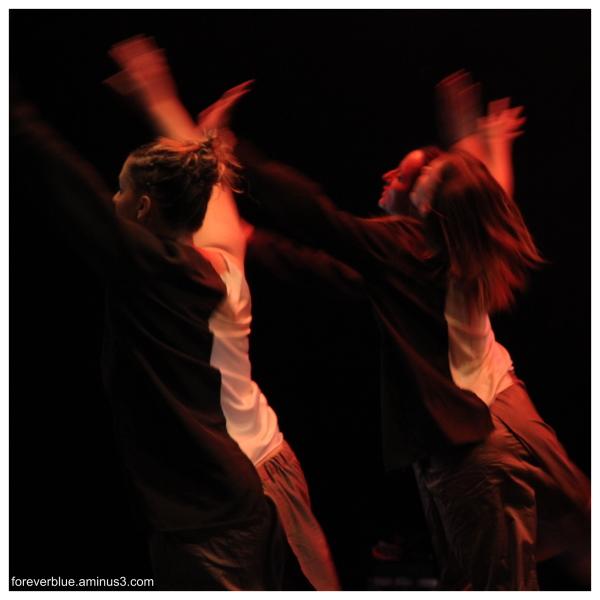 ... DANCIN ' QUEENS (2)