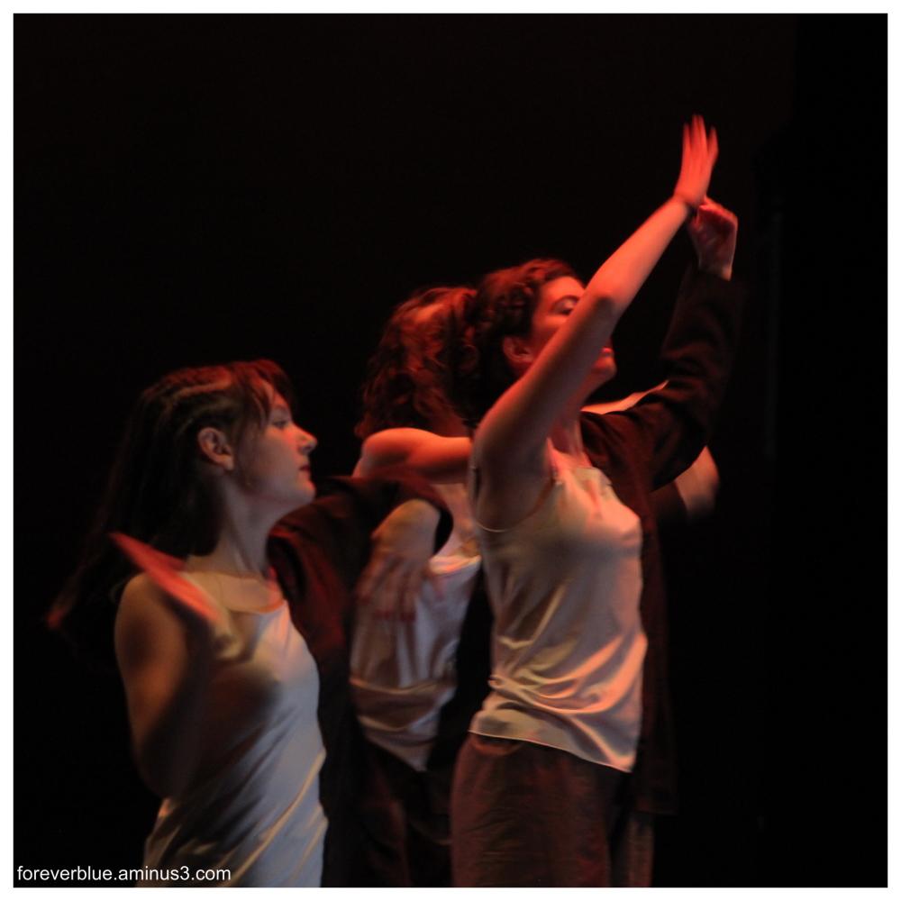 ... DANCIN ' QUEENS (4) ...