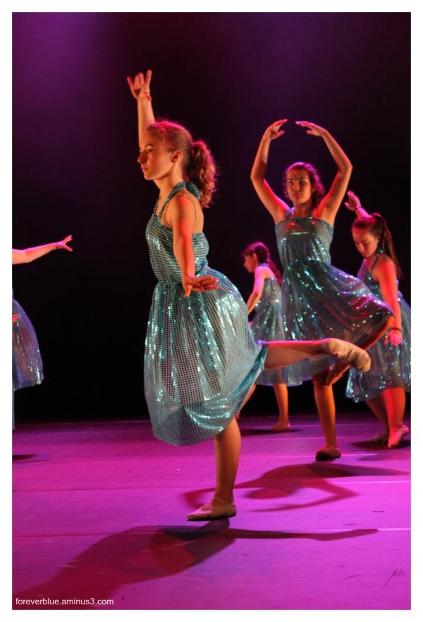 ... DANCIN ' QUEENS (7) ...