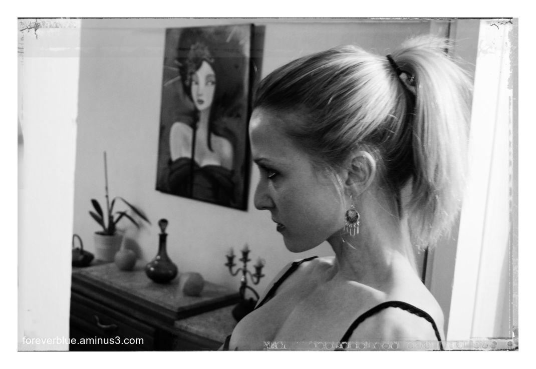 ... VANESSA (17) ...