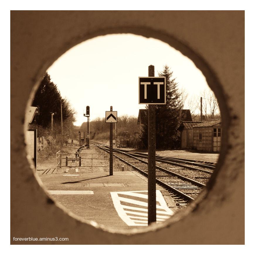 ... DESERTED STATION (2/2) ...