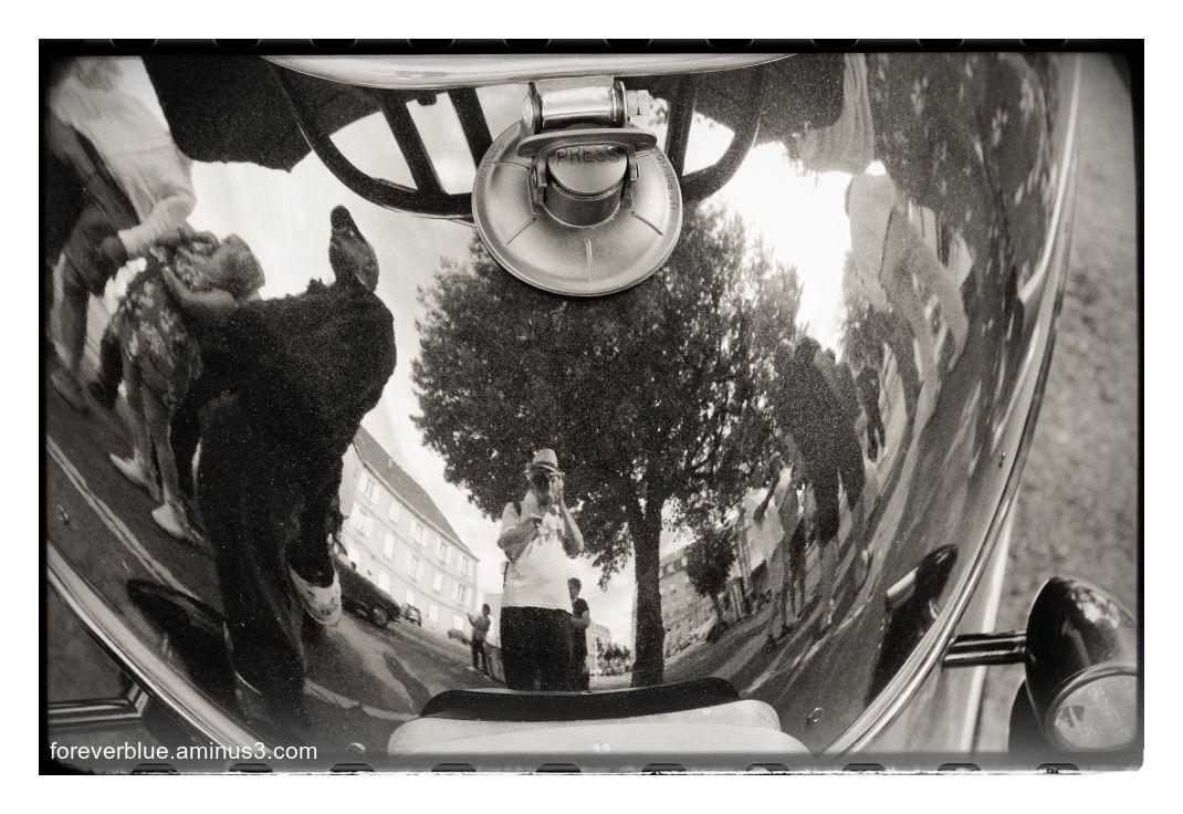 ... MAN IN THE MIRROR ...( Selfie)