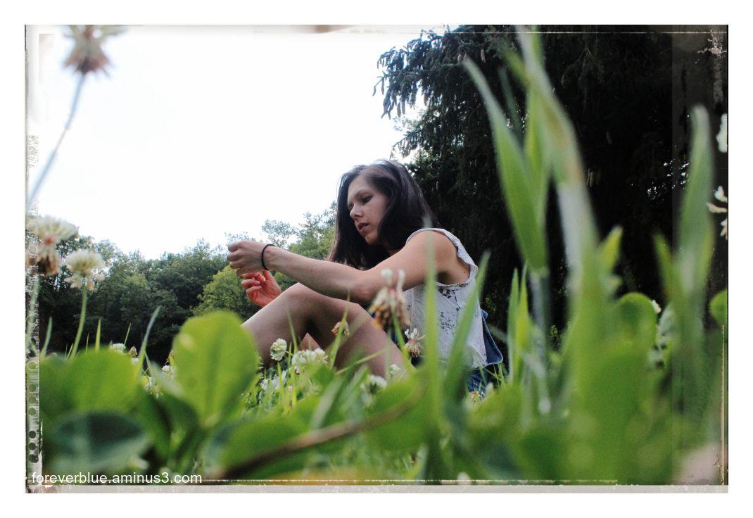 ... SITTIN' IN THE GRASS ...