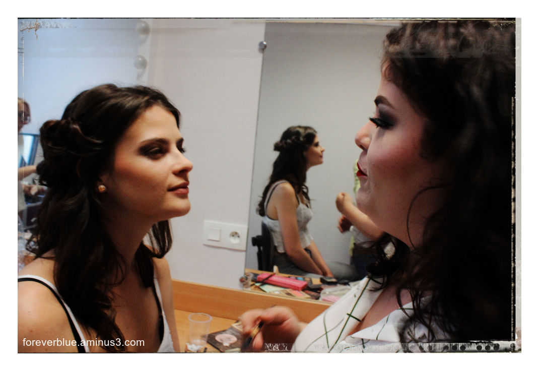 .. FASHION BACKSTAGES (2) ...