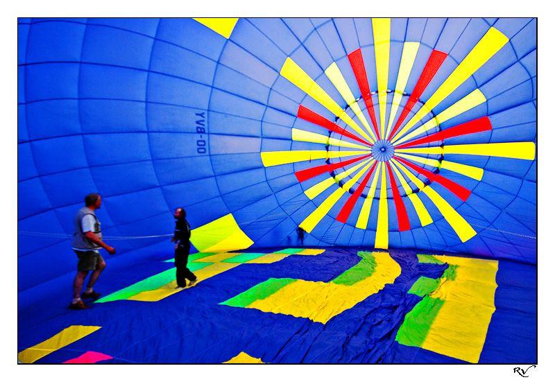 à l'intérieur de la montgolfière