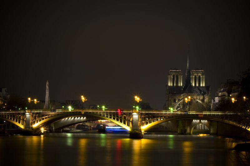 Notre-Dame et la staute de Ste Geneviève