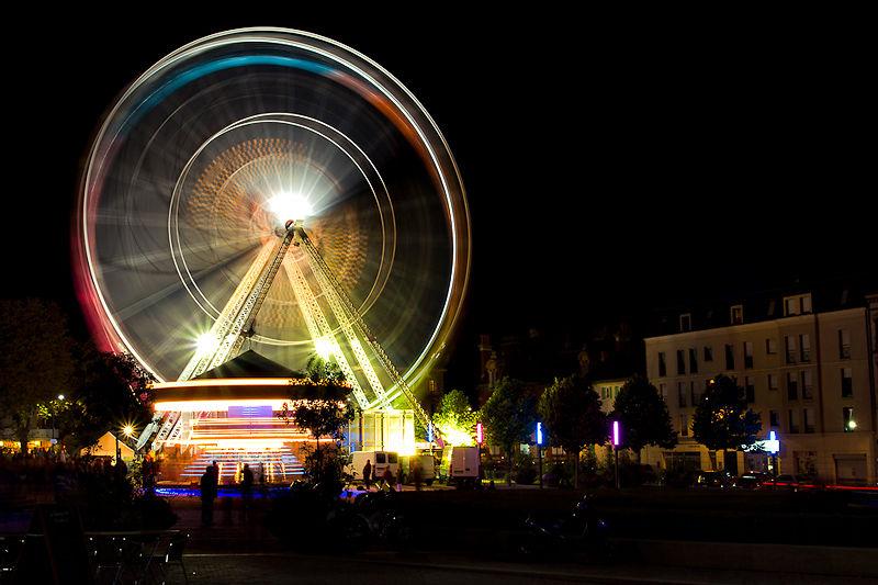 Une grande roue la Nuit
