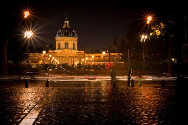 un soir de pluie, devant l'Institut de France