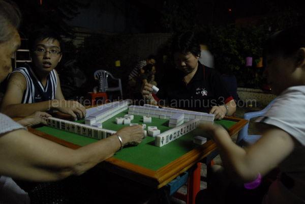 Playing Majan: Dongguan