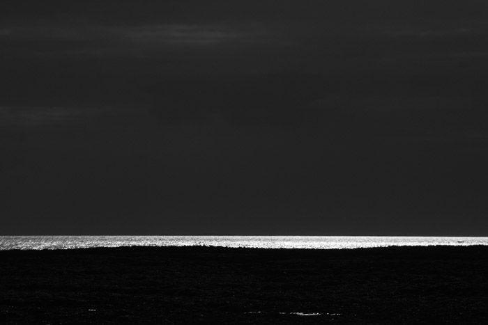 Achromatic Horizon