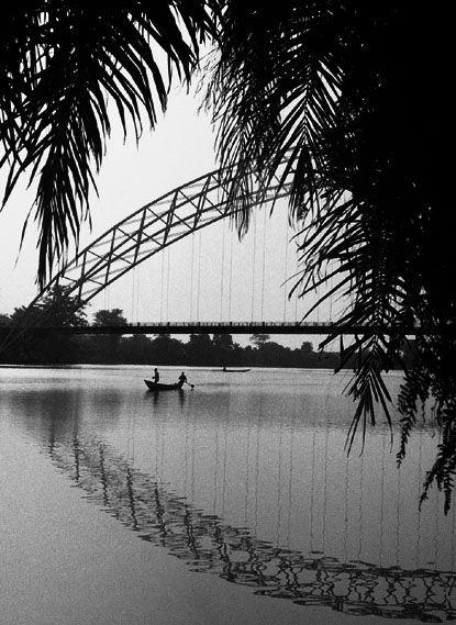 Sur la rivière Volta- Akossombo (Ghana)