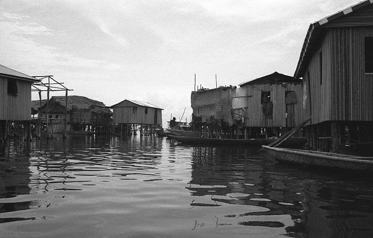 Une arrière-cours...sur l'eau (Bénin)