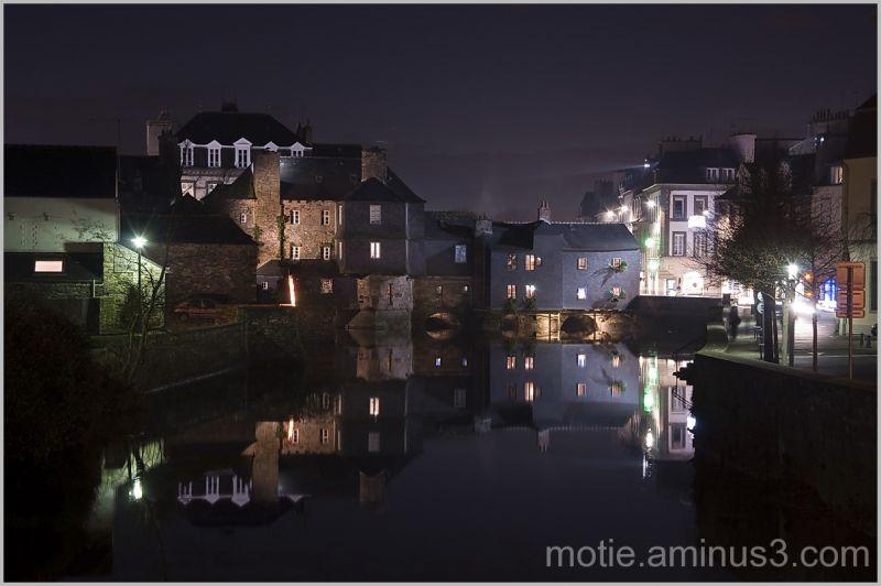 Landerneau: the inhabited bridge by night.