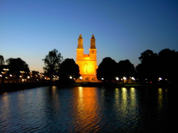 Klosterkyrka på kvällen