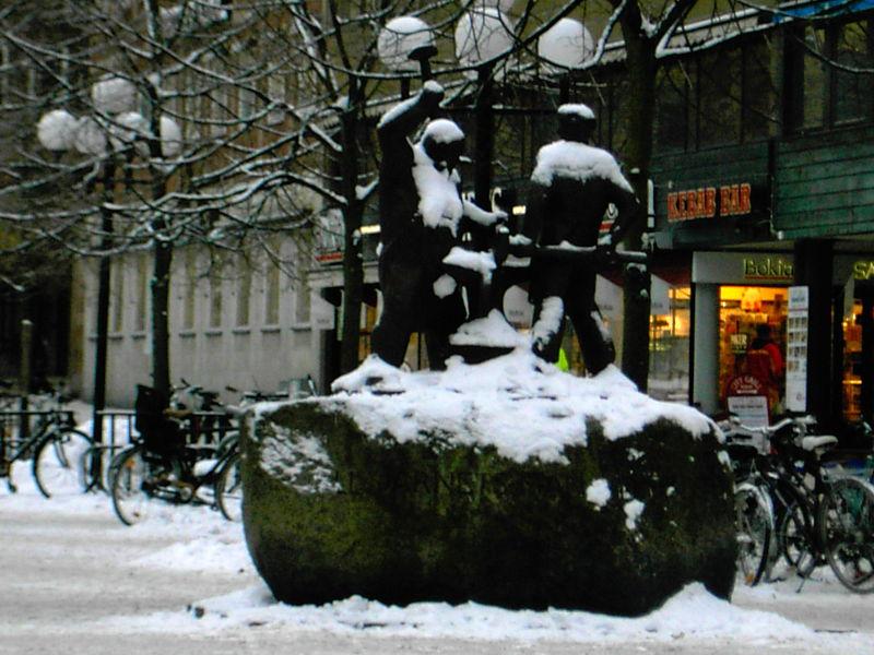 Staty på Fristadstorget