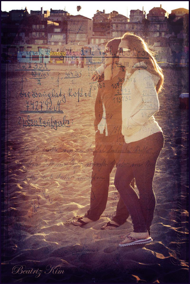 best friends writing memories on the beach
