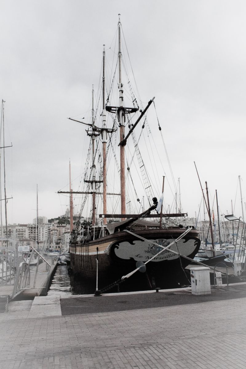 Un bateau sur le port 2