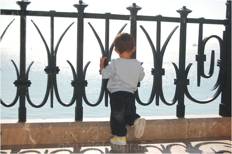 The child, the balcony and the horizon