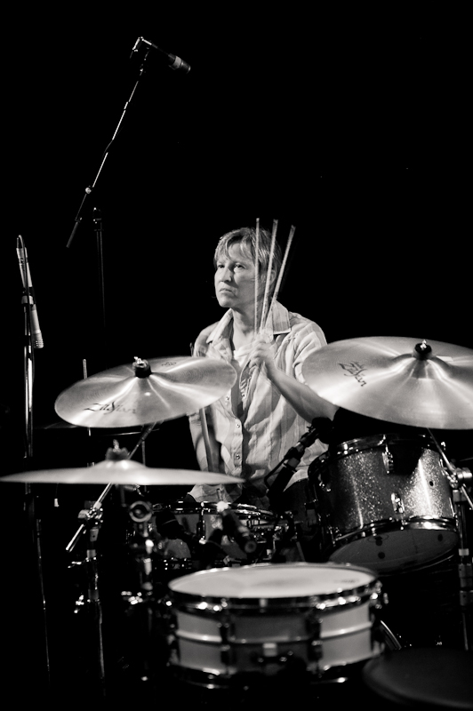 georgia hubley of yo la tengo on drums.